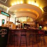 ★洋風酒場をイメージした店内★ 気軽にワインをお楽しみ下さい