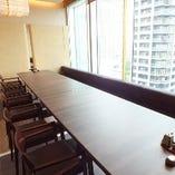 窓際個室席は限定1組。最大16名様までご利用いただけます。