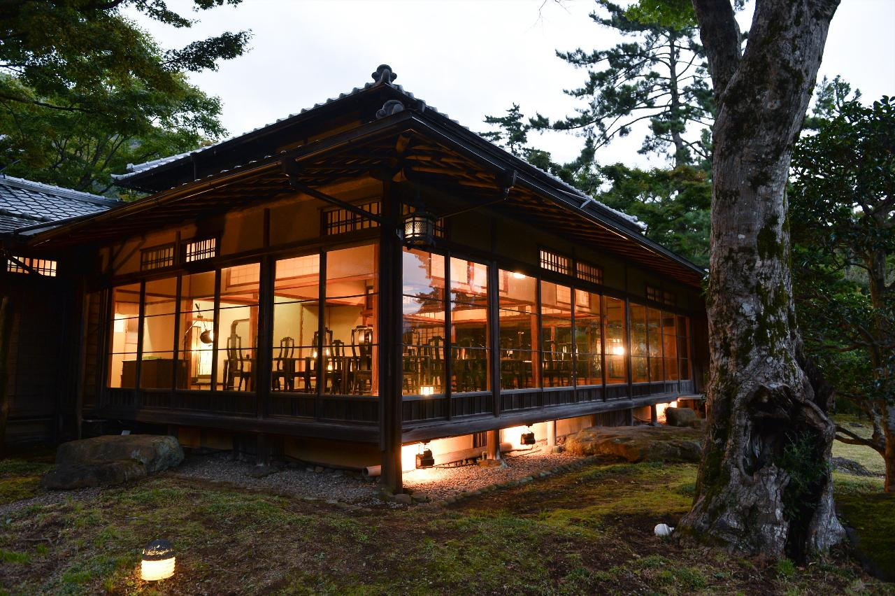 箱根にそよぐ式の風と歴史の流れに包まれながら厳選された料理