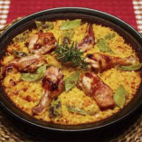 ウサギのお肉や鶏肉などを使ったバレンシア地方のパエリア。