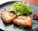 季節の食材が色々な調理法で提供される。鰆はテリーヌ仕立てに。
