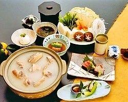 【名物】若鶏の水だきなどお料理多彩