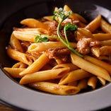 トマトとデミグラスと牛肉の旨みが絶品「ラグーディカルネ」