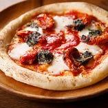 バジルとモッツアレラチーズとトマトソースの風味が相性抜群「マルゲリータ」