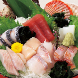 旬のお刺身・鮮魚7種盛り¥1,490 (内容は水揚げにより変更有)