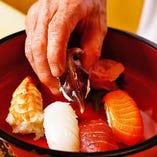 その日一番の鮮魚をネタに、にぎり寿司をお楽しみいただけます。