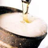 飲み放題にはもちろん生ビールが含まれております、益子焼の陶器に注ぎ、乾杯!