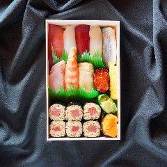 特上握り寿司折り詰め【ウニ・ノドグロ入り】<10貫・巻物1本>
