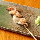 「串巻」はお腹の部分。塩で焼き上げ、皮がパリッと香ばしい。