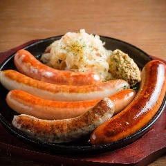 特製ドイツソーセージ5種盛り/Five Sausage Platter