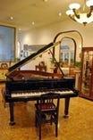 ピアノを使ってより一層 楽しいパーティーを演出。