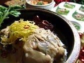 えごまと粉茶入りの參鶏湯サムゲタン