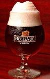 ベルビュー・クリーク:スパークリングワインのロゼの感覚で楽しむ生ビール。辛い料理と共にお楽しみください。ベルギー生まれの自然発酵(ランビック)ビール。爽やかで甘酸っぱいチェリーの風味が個性的。甘みと酸味があって辛い料理などとは相性抜群!