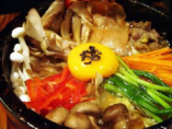 美健野菜のプルコギゾンゴル(辛くもOK):すき焼き風の味付けでお馴染みの韓国家庭焼肉の定番プルゴギ(牛肉)と美健野菜とのコラボはダイエット中の方にもスタミナを付けたい方にもおすすめ。汁を残して「じゃがいもラーメンのシメ」がおすすめ。 噂のじゃがいもラーメンのシメ ¥300
