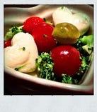 ブロッコリーとプチトマトのキューティーマリネ(モッツァレラチーズ入り):美容と健康の代表的なキーワード「ブロッコリー」と「トマト」と「チーズ」を合わせたさっぱりヘルシーおつまみ。