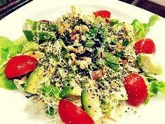 豆腐とアボガドの海藻サラダ