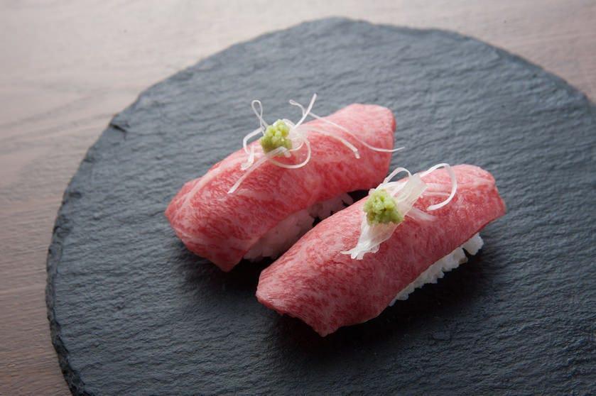 大人気の肉寿司が入ったコースあります!