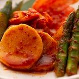 焼肉と一緒に食べると味のアクセント。こだわりのキムチ