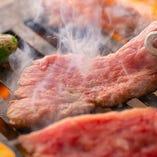 肉の味を引き立てる醤油ベースの京風の自家製ダレ焼肉