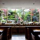 四季折々の日本庭園を眺めながら優雅なひとときを
