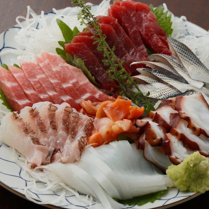 天然鮮魚を使用した「お刺身」は上品な脂がたっぷり乗ってます