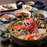 豪華食材を使用した料理がテーブルを彩ります