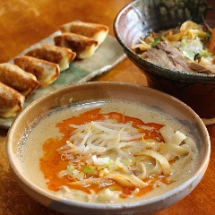 函館刀削麺 翼餃子