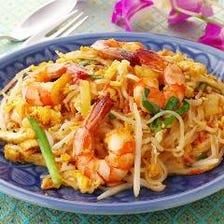 彩り鮮やかな旬菜を本格タイ料理で◎