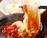 ご存知、麻婆豆腐付け刀削麺