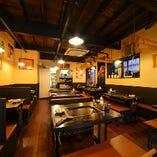 昭和初期の建物を改築したどこか懐かしい雰囲気の店内