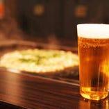 サッポロ エーデルピルス<樽生> エビスビールのワンランク上に位置する贅沢なプレミアムビールで、キメの細かい美しい泡と、ホップの高貴で清々しい苦味が特徴。うすはりグラスにてご提供します。