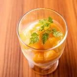 マンゴーをたっぷりトッピングした「マンゴー杏仁豆腐」