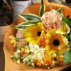 お花やケーキの手配も承ります!※写真のサイズで約2000円♪