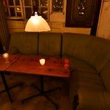 4~10名様用のゆったりソファー席