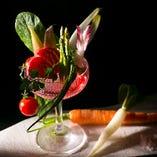 季節の野菜を使って色鮮やかに仕上げます