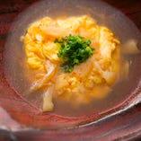 ふわふわの海老蟹玉に、フカヒレが入った、とろみあるあんがかかった至福の一皿