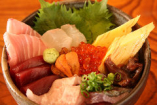 その日に水揚げされた鮮度抜群の魚介を使った 「海鮮丼」