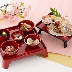 お食い初め膳(小鯛の塩焼き、赤飯、蛤椀含む)