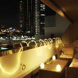 夜景が見える!リゾート地を感じさせるプライベート空間!テラス席