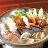両国本場の『ちゃんこ鍋』。素材の味が引き立つスープが決め手。