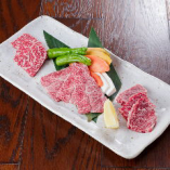 その日仕入れたおすすめ国産和牛肉を3種類盛り合わせで