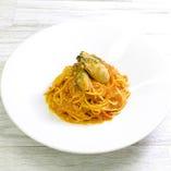 牡蠣と蟹味噌のトマトクリームパスタ