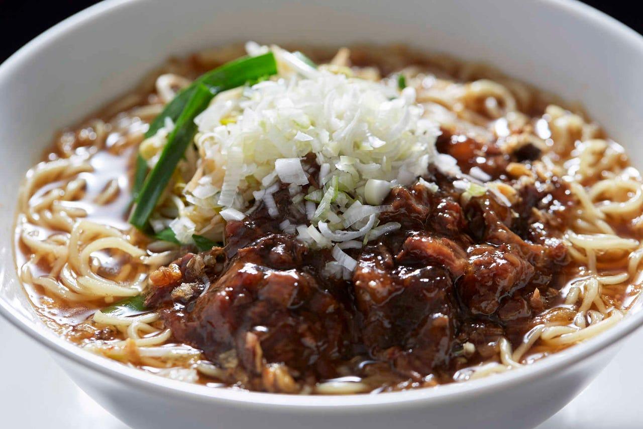 魏飯夷堂の大人気メニュー坦々麺