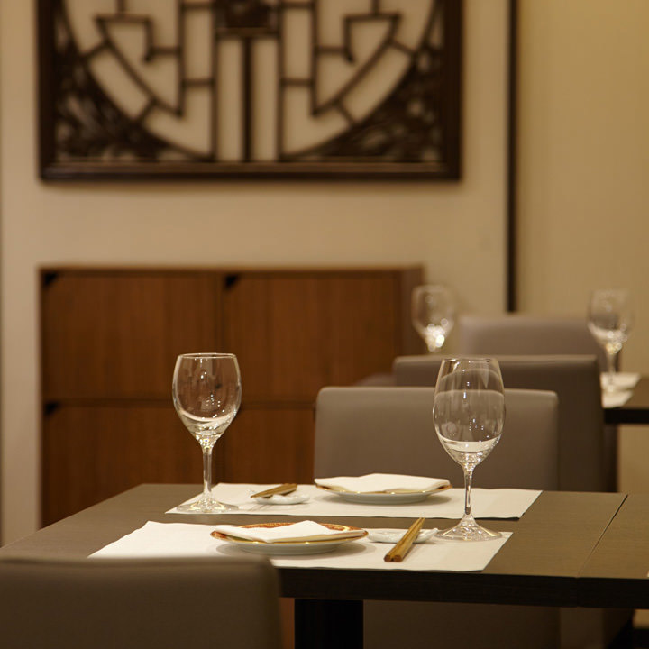 2階席にはカジュアルなお食事向けのお席をご用意。