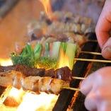 新鮮なふもと赤鶏を炭火で豪快に焼き上げます!