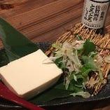 佐賀平川屋さんの濃い豆腐やっこ。シンプルでお塩で食べて頂くのがベスト!