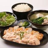 みんな大好き!!チキン南蛮定食。ふもと赤鶏ムネ肉使用。しば漬タルタルソースをたっぷりかけて。抜群!!