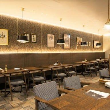 熟成牛ステーキバル Gottie's BEEF キュービックプラザ新横浜 店内の画像