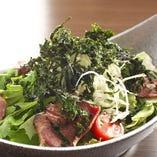 『牛タンのお椀サラダ』や『わさび菜と岩海苔の海鮮サラダ』など