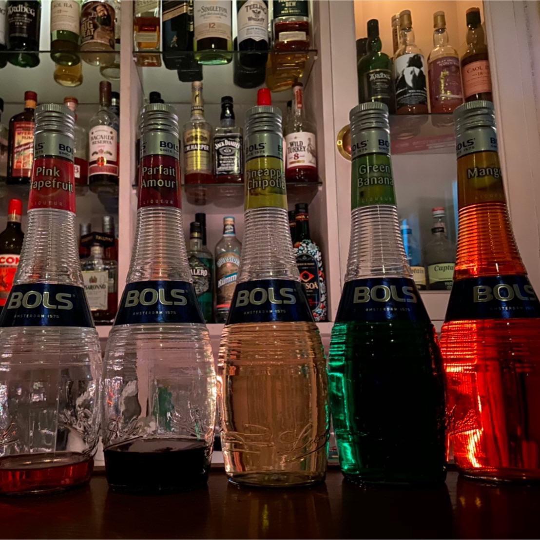 たくさんあるお酒の中からお好みのカクテルをご用意いたします。